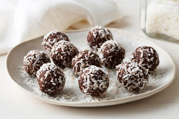 healthy-cacao-coconut-and-date-balls-31622_l